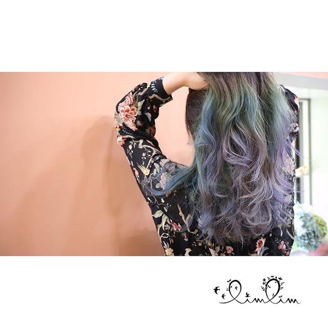青⇨紫のグラデーションカラー・少しシルバーを加えることで自然な色の変化を演出?・ファッションとも、うまくマッチしました